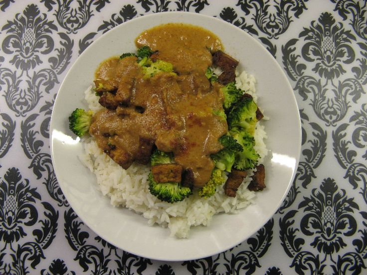 Broccoli met tofu en kruidige pindasaus | Wat eet je dan wel?