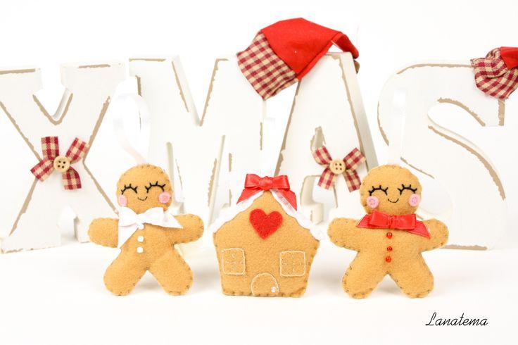 Omini di pan di zenzero e casa innevata in feltro, ornamenti di Natale, set di addobbi, fatto a mano, addobbi per albero : Accessori casa di lanatema