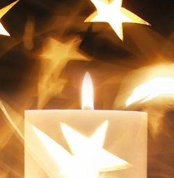 Kerstkaart klassiek: Warme kerstkaart met kaars en kerstster. Klassieke kerstkaarten online maken en versturen. Kies een mooie klassieke kerstkaart, schrijf de tekst, en met een druk op de knop, worden alle kerstkaarten voor u gedrukt en via PostNL verstuurd! http://www.kerstkaartensturen.nl/kerstkaarten/kerst-klassiek/