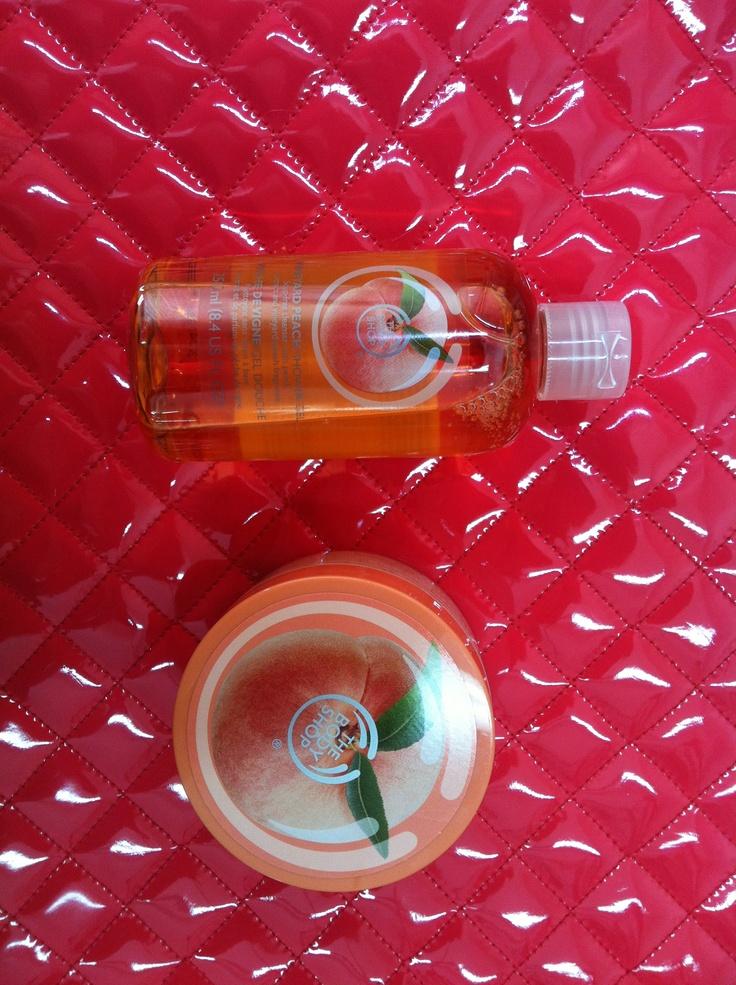 Bom dia!!  Hoje graças à The Body Shop Portugal cheiro a pêssego :) combina muito bem com o Verão  Gel de Banho e esfoliante  Bons banhos para todos