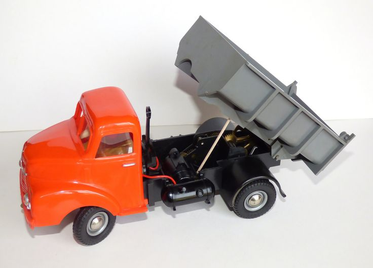 https://flic.kr/p/L2vCHK | Victory Industries electric Leyland Comet Tipper Truck | Victory Industries electric Leyland Comet Tipper Truck - 1950's battery operated model lorry with grey tipping body and opening tailgate registration number BHP100. The tyres even carry the Dunlop brand name. The spade handle operates the forward and reverse while the brass lever under the chassis engages the gears for raising the body - propped up with a cocktail stick in the photo. Quite a lot of play…