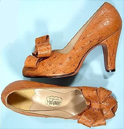 Pandora Tan Ostrich Peep Toe Baby Doll High-Heeled Pumps, 1948. #vintage #shoes #1940s