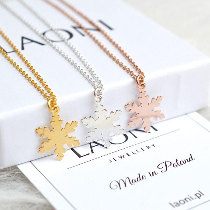 Bransoletki ze płatkiem śniegu. Zobacz na: https://laoni.pl/bransoletka-platek-sniegu-z-rozowego-zlota #zima #prezent #biżuteria #naszyjnik #bransoletka