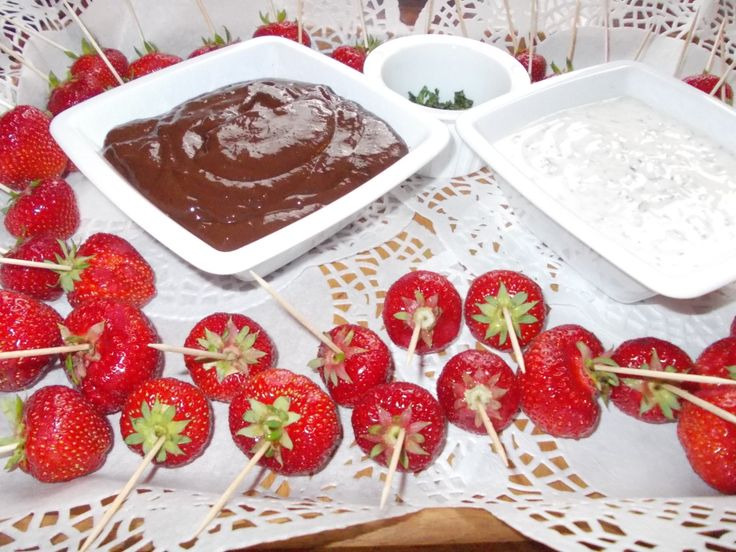 Erdbeeren mit 3 Dipps.