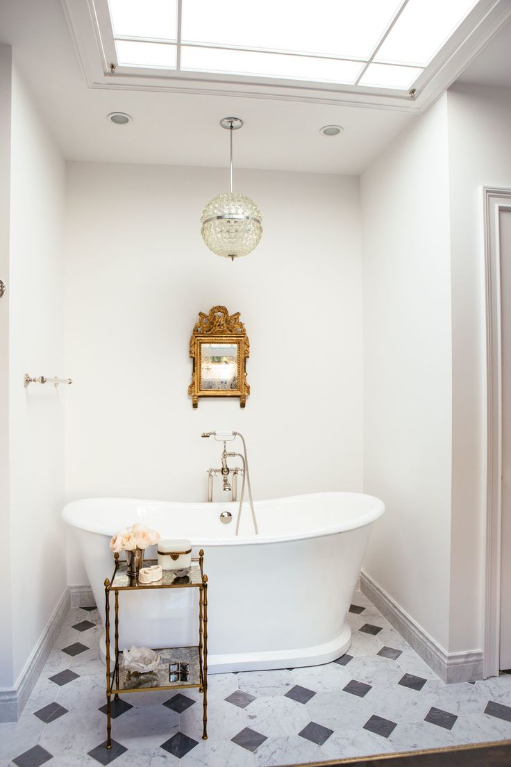 Bathroom step inside a renovated georgian town house housetohome - This Georgian Townhouse By The Design Director Of Nate Berkus Associates Is An Antique Lover S Dream