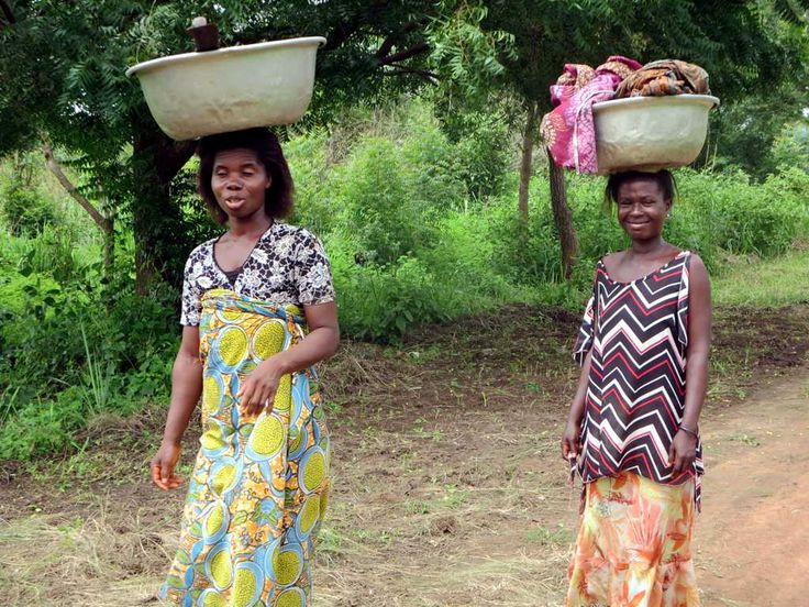 Ewa women carrying clothing to be washed at Mekoviade village, just north of Assahoun, Togo.