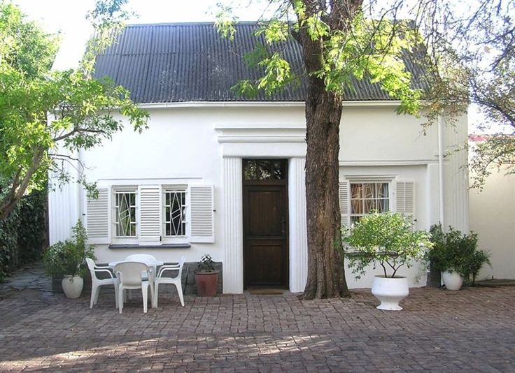 Little Green World - Little Green World is a charming little cottage, situated in a quiet corner of a private garden. It offers privacy, tranquility and comfort at an affordable rate. The property dates to 1835. There are ... #weekendgetaways #beaufortwest #southafrica