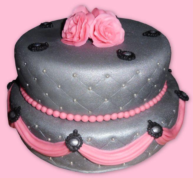Silver rose and swag cake. Zilveren taart met rozen en draperieën