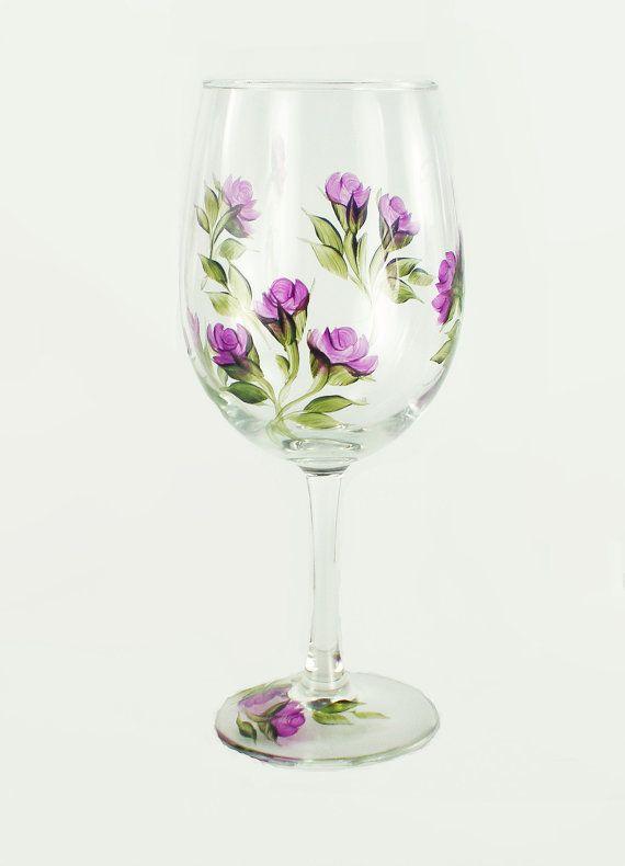 Verres à vin  gracieuses roses pourpres par HandPaintedPetals