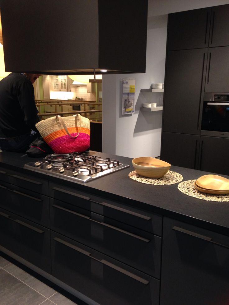 Mooie mat zwarte keuken