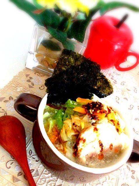 今日は❄❄❄ですね! とっても寒いので、拉麺を食べたくなって、ランチは野菜たっぷりの卵、チャーシュー入りの韓国インスタント拉麺にしました - 201件のもぐもぐ - 韓国インスタント拉麺で自宅ランチ by しゅう