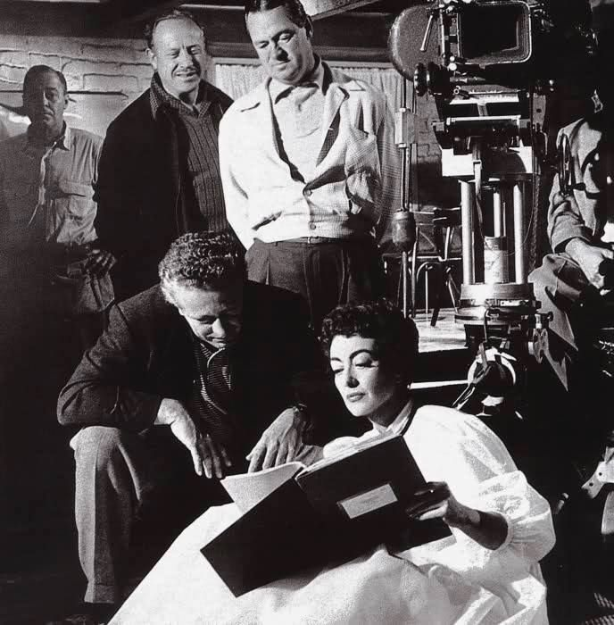 Nicholas Ray y Joan Crawford en el set de Johnny Guitar. #joancrawford #filmmaker #nicholasray #johnnyguitar #dailypic #follow #photooftheday #fun #love #instadaily #igers #igersoftheday #me #instagramhub #instamood #bestoftheday #picoftheday #instago #all_shots #photowall #bestpic #picoftheday #photooftheday #photowall #cortometraje #pelicula #film #cine #movie #shortfilm #cinema #video #actor