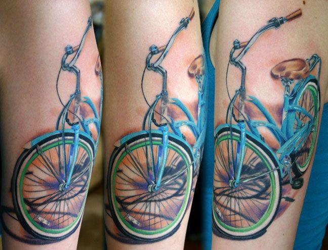 foto de tatuagem de bicicleta azul
