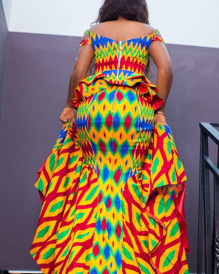 """The dress @pistisgh Make up by  @mz_aquia  Photography by @pkhazel  #engagement #ghanameetsnaija #sweetbride #photography #kenterules #kente #pkhazel…"""