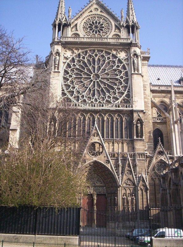 Entrée Sud du Transept, Notre Dame de Paris. Pierre de Montreuil (1258-1260)