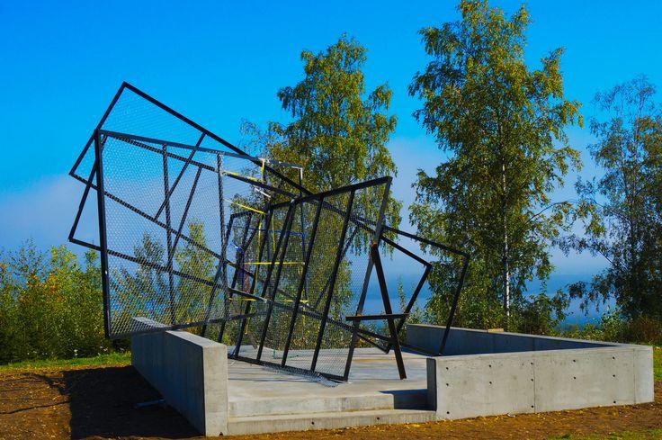 """""""DS4, 2014"""" av Knut Åsdam (1968-) ved A-bygget Høgskolen i Gjøvik."""