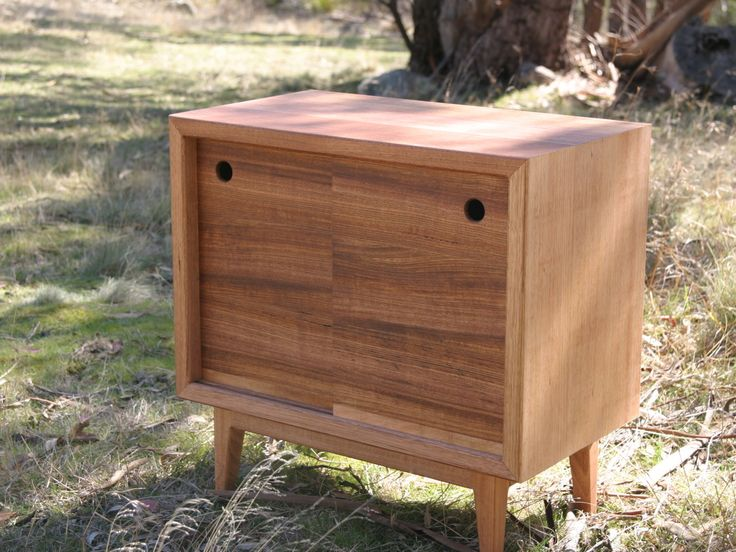Handkrafted - Narrow Sideboard made by Tom Stove
