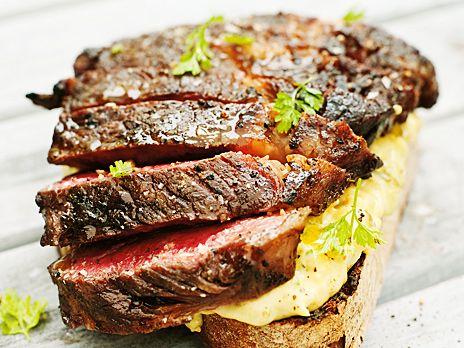 Entrecote med tartarsås och grillat bröd | Recept.nu
