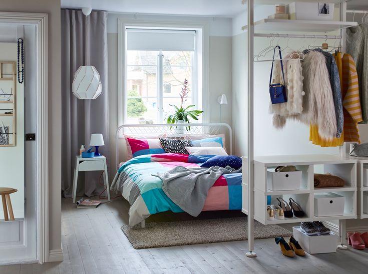 Design schlafzimmer ~ Modernes schlafzimmer in grau und weiß wand und decke mit holz