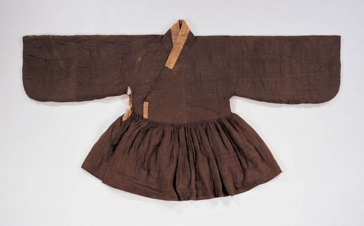 "Cheollik (Coat with Pleats), 16th century, from he tomb of Sim SuRyun(1534~1589). ""The cheollik was a kind of coat worn under the Joseon Dynasty government official uniform. This delicate padded coat has a gusset under the armhole. The fabric used for goreumbadae(small fabric attached under the goreum) is silk satin damask with gold lotus flower pattern."" At Gyeonggi Provincial Museum, http://www.musenet.or.kr/english/collections/show.asp?ct=6=536"