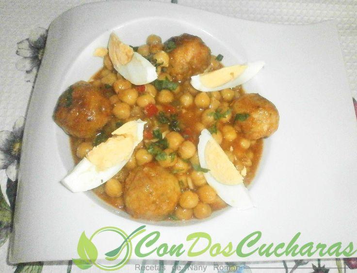 ConDosCucharas.com Garbanzos guisados con albóndigas de bacalao - ConDosCucharas.com