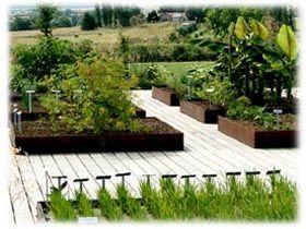 Situés dans le département de la Moselle à une quinzaine de kilomètres de Metz, les jardins fruitiers de Laquenexy regroupent plantes vivaces, arbres fruitiers et sculptures dans un univers faisa...