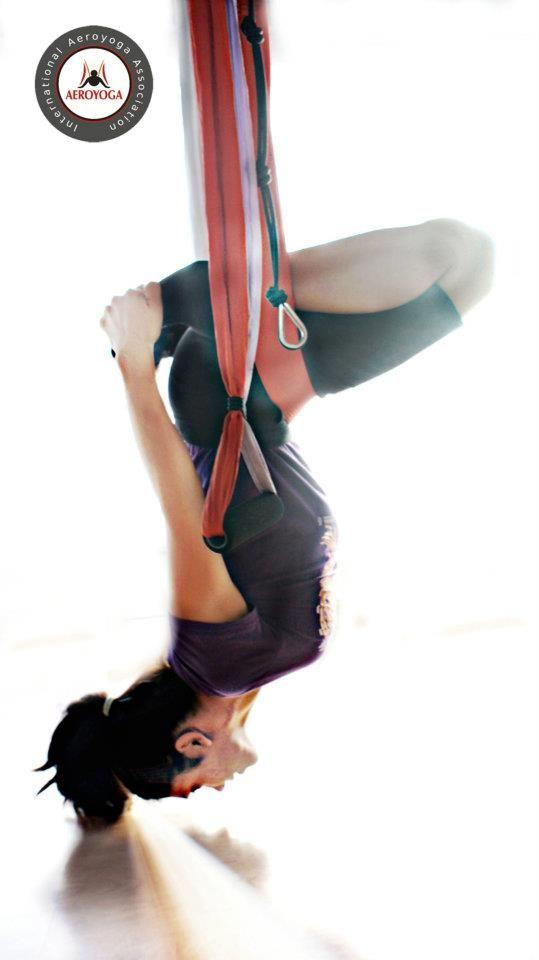 AeroYoga ® et AY AEROYOGA® ( Yoga Aérien © ) est une méthode artistique de croissance personnelle créée à l'échelle internationale et enregistrée par l'Espagnol Rafael Martinez, utilisant  les effects positives de la suspension et de l'apesanteur dans une balançoire spéciale, véritable plate-forme pour promouvoir la créativité,  la définition musculaire, les effects detox et le rajeunissement .