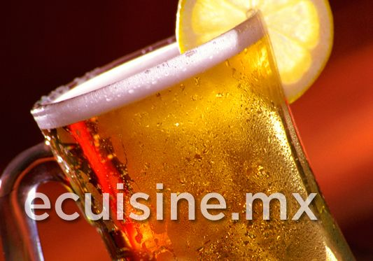 RUSA Deliciosa cerveza con limón y sal.  http://ecuisine.mx/recipe.php?id=727