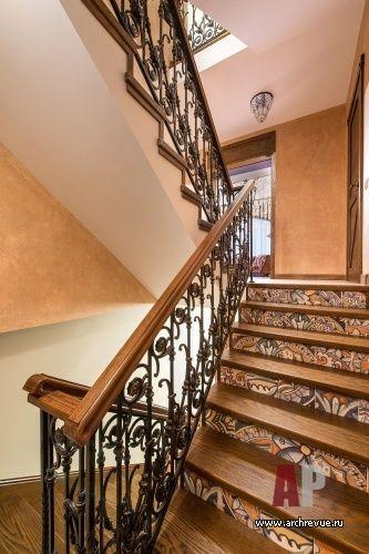 Фото интерьера лестницы дома в стиле шале