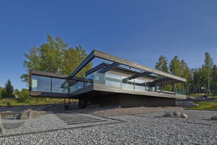 Villa Olo on arkkitehti Seppo Mäntylän suunnittelema modernin hirsirakentamisen taidonnäyte. Puu, lasi ja  teräs muodostavat ainutlaatuisen kokonaisuuden. www.honkatalot.fi  #habitare2016 #design #sisustus #messut #helsinki #messukeskus