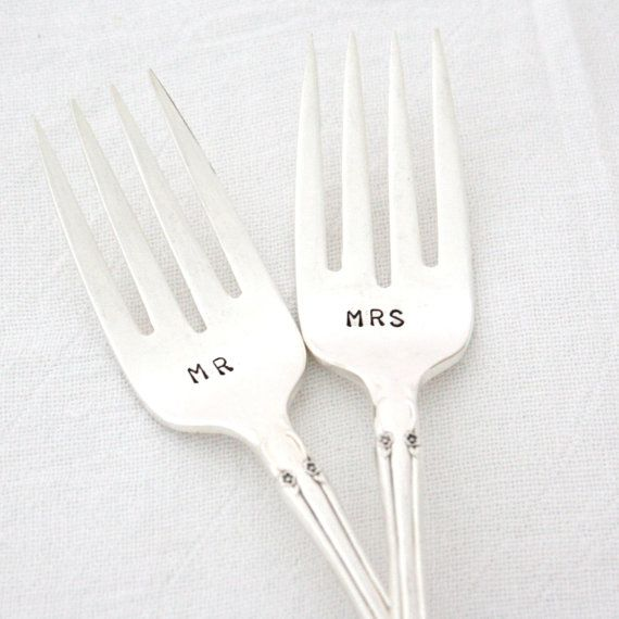 Table Setting Mr and Mrs wedding forks. por MilkandHoneyLuxuries, $25.00