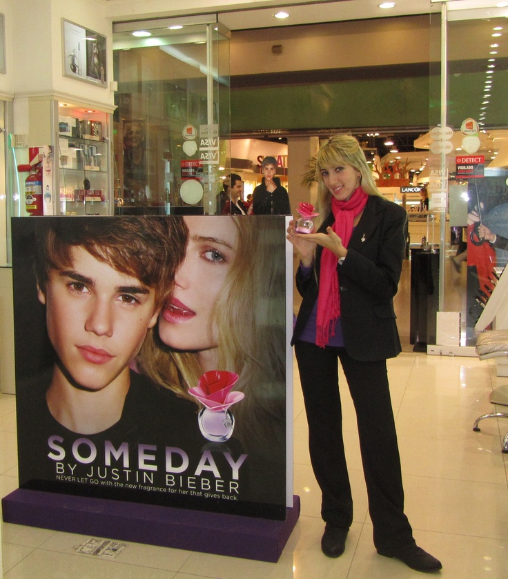 Justin Bieber te está esperando en La Parfumerie del shopping Alto Avellaneda!!