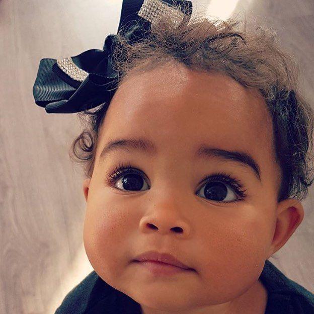 624×624, пупс, милашка, ребёнок, афро, девочка, мулатка, чёрные глаза, кудряшки, взгляд