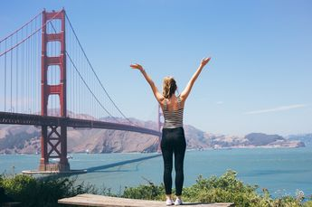 When entering San Francisco, be prepared tosay goodbye to thehollywood glamour, botoxed beach babes and endless sunshine you'll find in the city'sCalifornian counterparts. San Fran i…