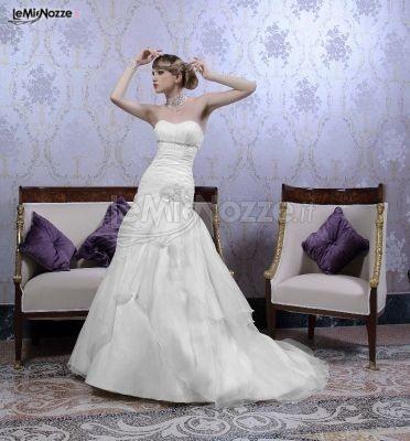 http://www.lemienozze.it/operatori-matrimonio/vestiti_da_sposa/bermax/media/foto/3?play=1 Abito da sposa classico senza spalline