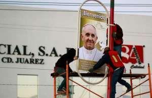 Motivos mexicanos decoran el mural que recibirá al papa en Ecatepec - EFE