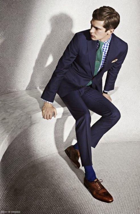 ネイビースーツ×ギンガムチェックシャツ×グリーンタイ                                                                                                                                                                                 もっと見る