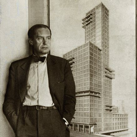 Equivocal icon: The competition design for the Chicago Tribune tower by Walter Gropius and Adolf Meyer
