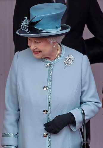 Hat Cousins: Queen Elizabeth and the Teardrop Crown Hats of Angela Kelly.....Posted on July 25, 2013 by HatQueen....Hosting the State Visit of Indian President Pratibha Patil on October 27, 2009 and at the Epsom Derby, June 1, 2013