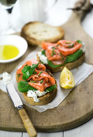 Smoked salmon bruschetta with arugula and lemon-chive ricotta - MediterrAsian.com