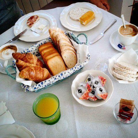 Buon ultimo giorno dell'anno a tutti!💫 #food #foodporn #breakfast #breakfastporn #juice #brioche #brioches #croissant #cappuccino #jam #marmellata #confettura #pane #bread #fettebiscottate #gallette #annonuovo #newyear  #newyearseve #capodanno #2017 #2k17 #366 #365 #lastdayof2016 #2016 #2k16 #caffé #coffee #colazione