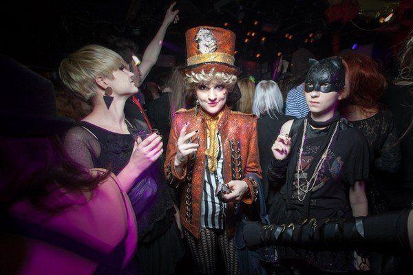 Конкурсы на Хэллоуин в школе, дома на вечеринке, в клубе. Игры на Хэллоуин для детей, подростков и студентов
