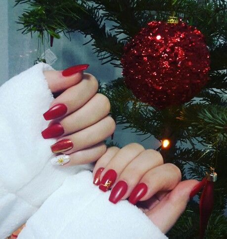 #rednails #mattenails #christmasnails