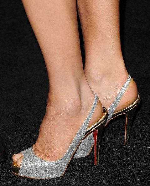 """Fergie Photos Photos - Singer Fergie arrives at the premiere of Warner Bros. Pictures' 'New Year's Eve' at Grauman's Chinese Theatre on December 5, 2011 in Hollywood, California. - Premiere Of Warner Bros. Pictures' """"New Year's Eve"""" - Arrivals"""