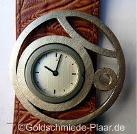 Individuelle Zierschiebe aus Silber für die Deja Vu Uhr. Handarbeit