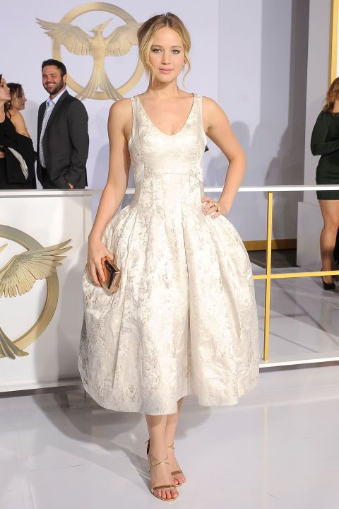 Jennifer Lawrence arrives at the Los Angeles premiere of The Hunger Games: Mockingjay - Part 1; looks freaking PERFECT.