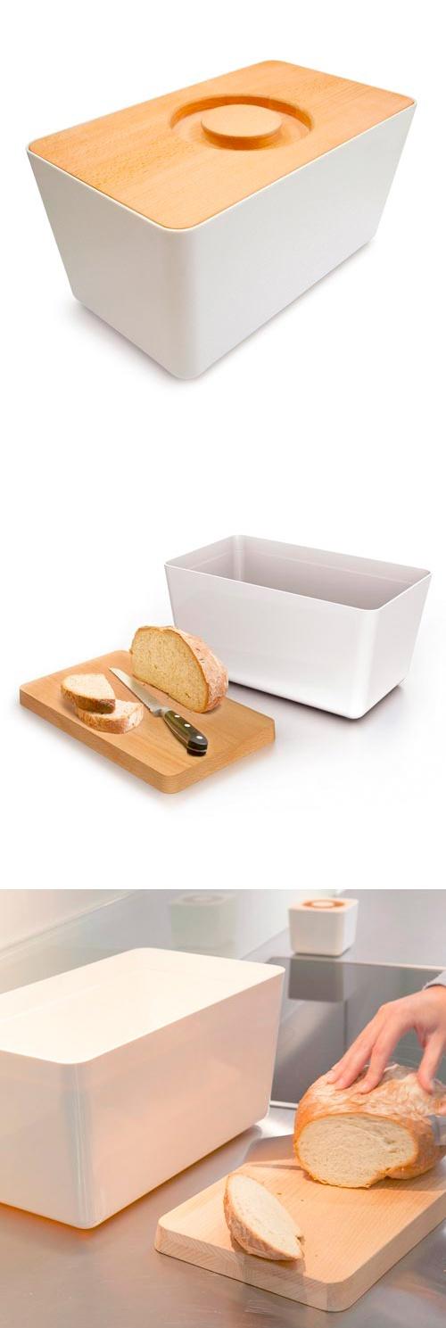 BREAD BIN & BOARD  BROTKASTEN + SCHNEIDBRETT Der Brotkasten, der was auf dem Kasten hat: Denn sein Deckel ist umgedreht zugleich das Schneidebrett. Ob Toaste, Brot oder Brötchen der BREAD BIN+BOARD bietet ihnen ein volumiges, griffbereites Versteck in der modernen aufgeräumten Küche.