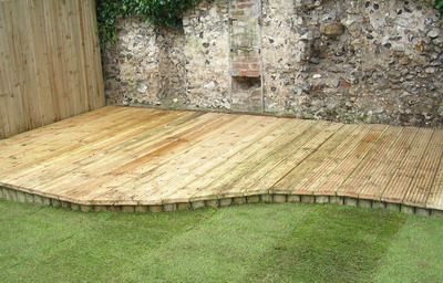 Low Decks - Some great low deck designs to enhance your garden