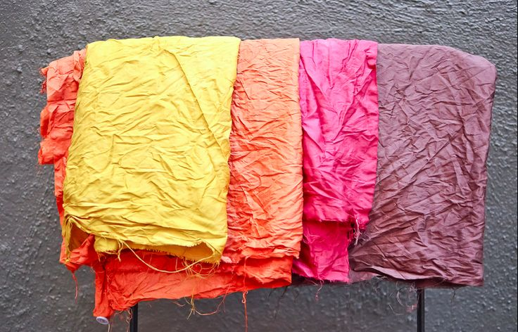 Dying fabrics using nature's items! Salt water soak for fabric if using foods to dye; vinegar water soak if using plants to dye. I want to try this!