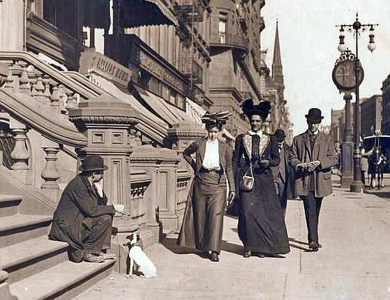 Fifth Ave., west side, north from 32d St., 1900. Ewing Galloway